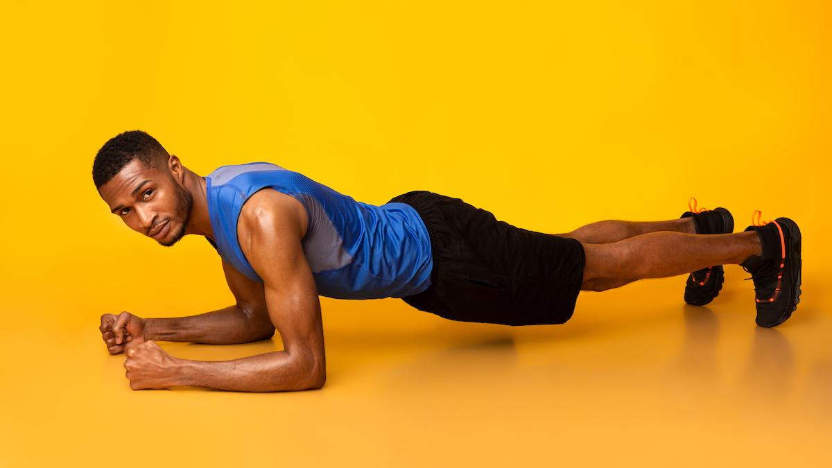 man planking Chicago workout TushToners
